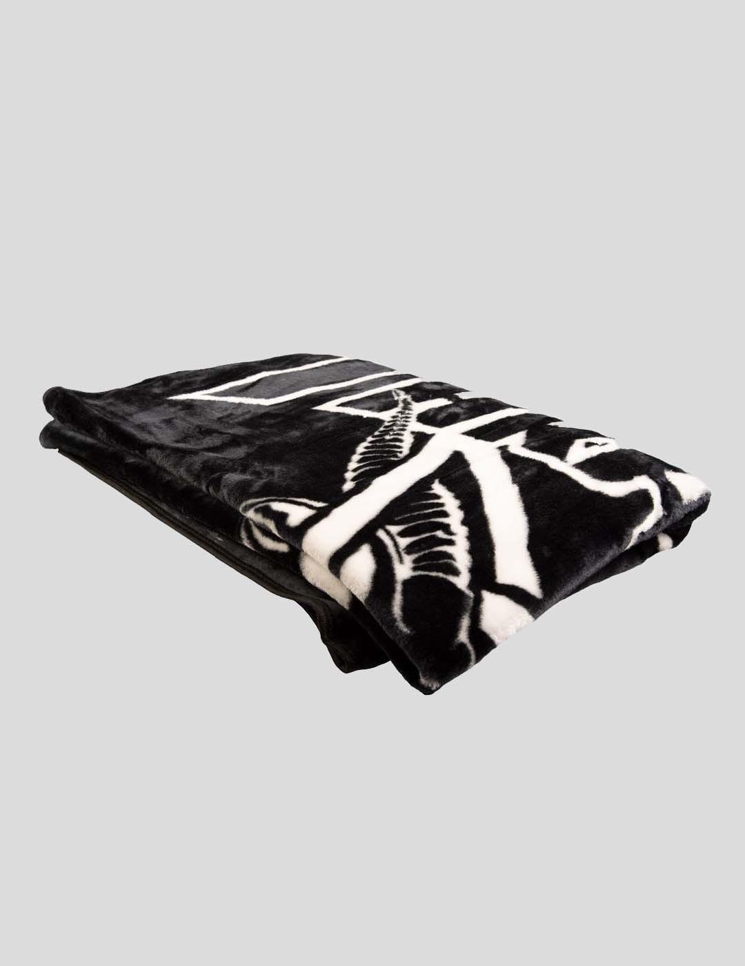 MANTA THRASHER SKATEGOAT BLANKET  BLACK