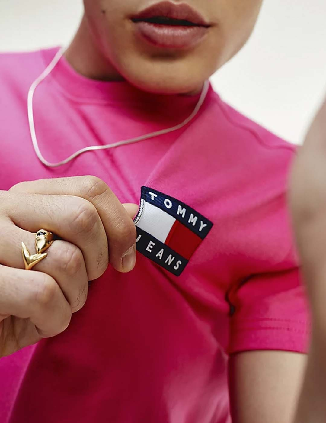 CAMISETA TOMMY JEANS TOMMY BADGE TEE PINK